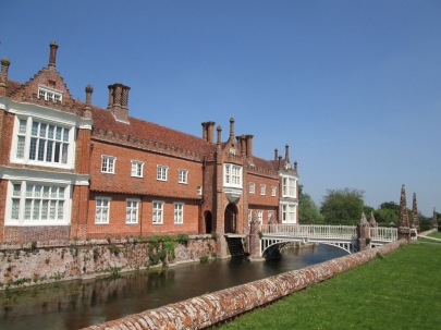 Helmingham hall moat - Building inspiration