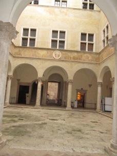 Italian courtyard - building inspiration