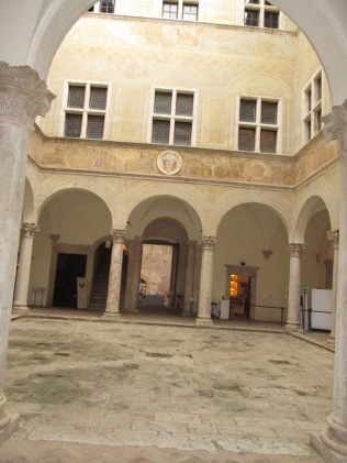 Italian courtyard - building inspiration